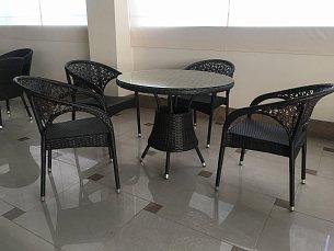 Мик комплект MK-3601-BR: стол обеденный 90х90 T90 + 4 стула Y90 иск. ротанг